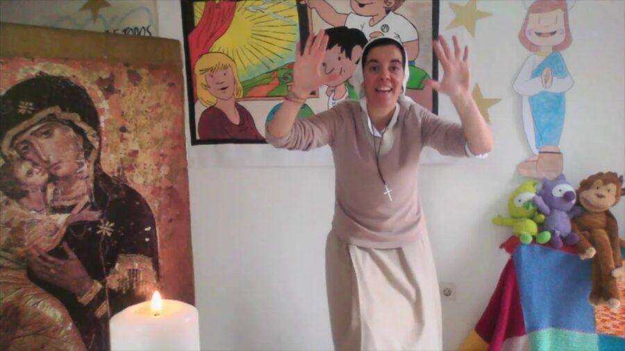 Canción dedicada a la Virgen María con gestos