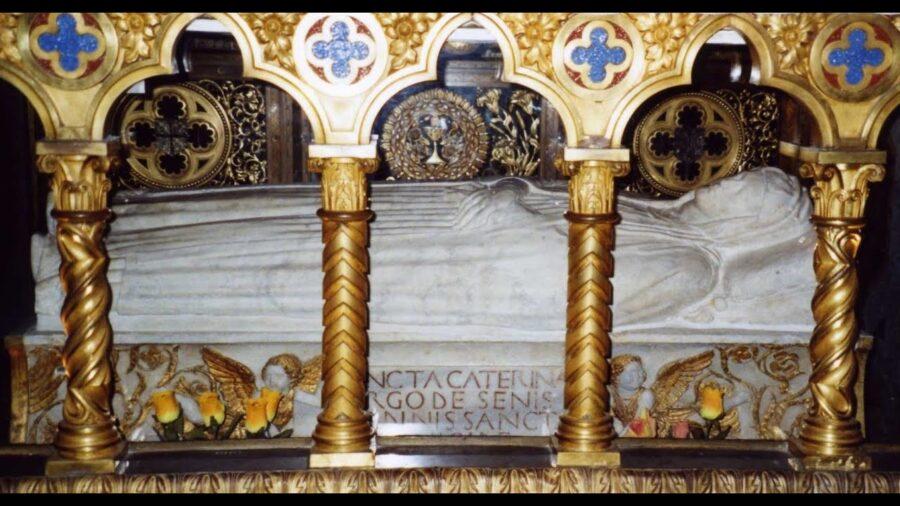 Breve visita a la Basílica de Santa María Sopra Minerva, en Roma y a la ciudad de Siena, cuna de Santa Catalina.