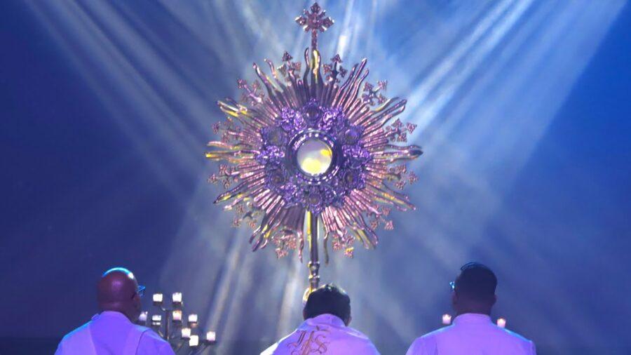 CANTO Te ADORAMOS JESÚS (Eucaristía) | ATHENAS & Grupo Emmanuel